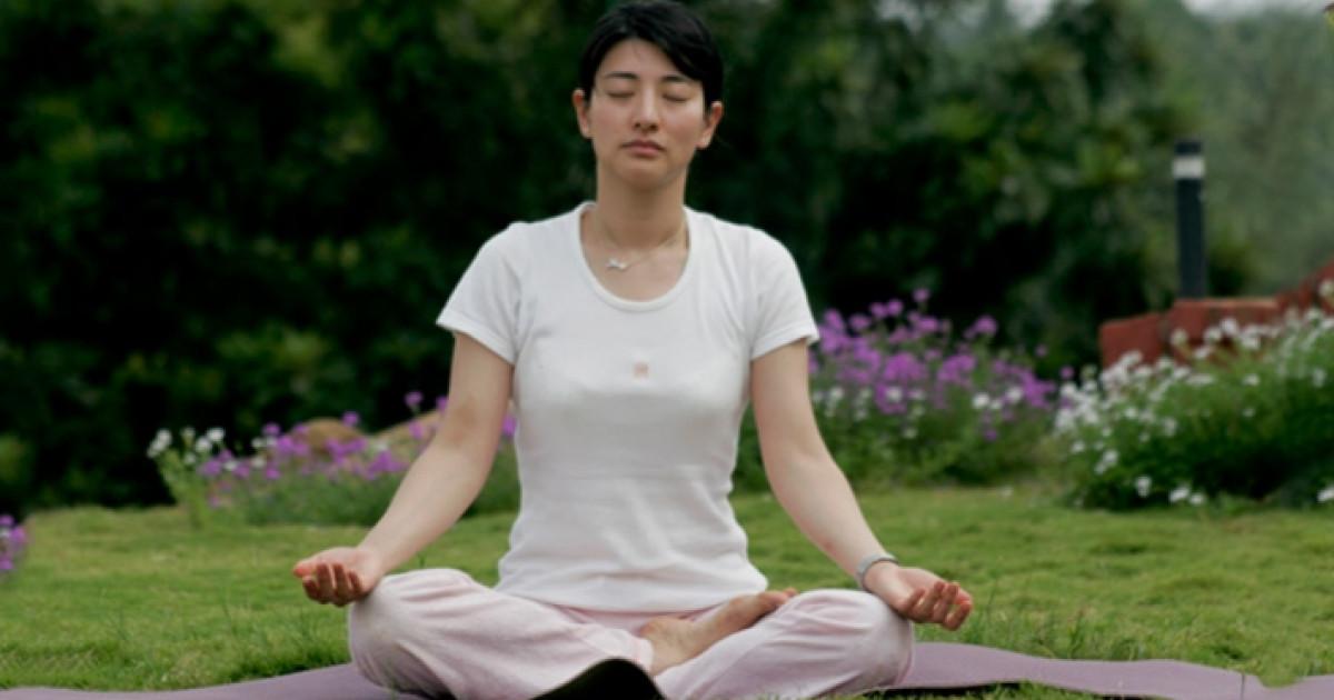 Padmasana | Lotus Position | How to do Padmasana | Yoga