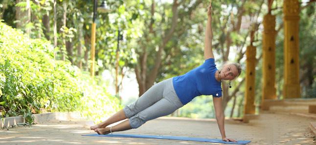 Vasisthasana Side Plank Pose Side Plank Yoga فن العيش فلسطين