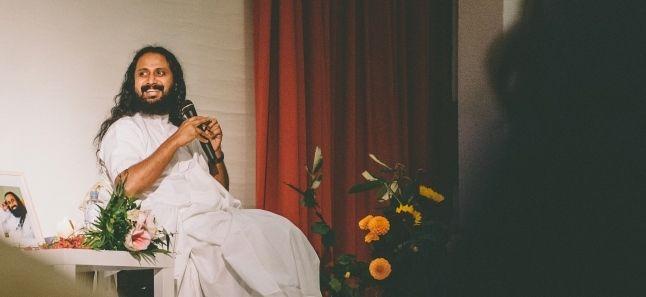 Happiness Programm mit Swami Jyothirmayah