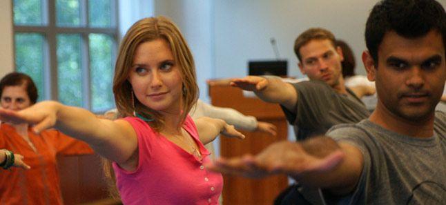 יוגה, מדיטציה ונשימה בקורס אמנות החיים והשמחה