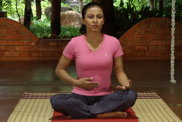 How To Do Kapalbhati Pranayama Steps And Benefits Of Kapalbhati For Beginners The Art Of Living India