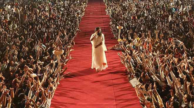 sri sri ravi shankar a crusader of peace spirituality the art