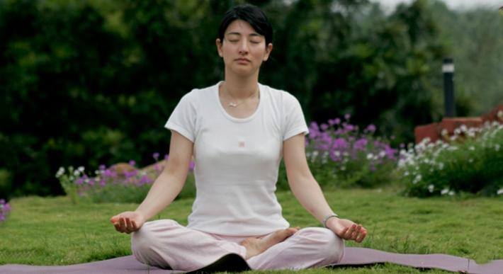 Padmasana Lotus Position How To Do Padmasana Yoga